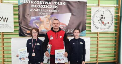 20-22.11.2020 r. – sukcesy naszych uczennic w Mistrzostwach Polski w zapasach kobiet!